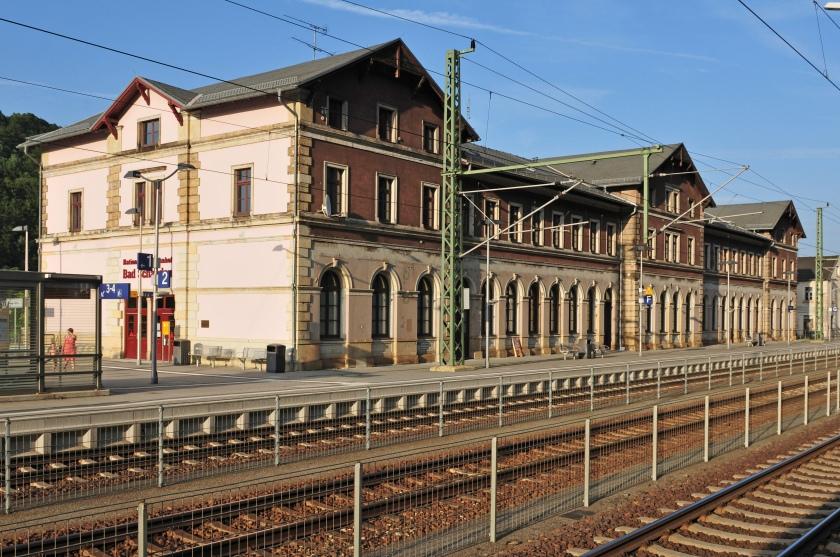 Vier TRAPOS brachten mich gegen Mitternacht aus der Dresdner U-Haft Schießgasse zum Bahnhof  Bad Schandau...ORIENT-EXPRESS war pünktlich... es sollte meine Reise in den Tod sein. Auch  Zvonko Ljulje   wurde später von der STASI  in der Tschechei liquidiert...